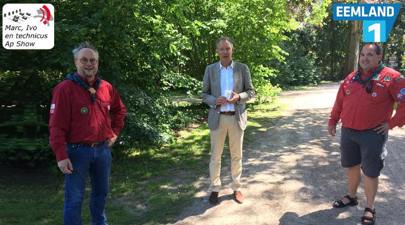 Burgemeester wandelt met de scouting