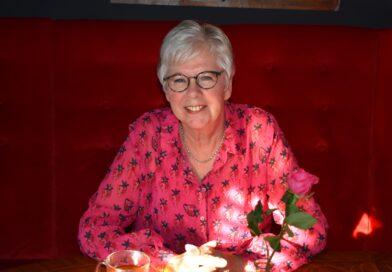 Gezellig meepraten met o.a. Irene Venneker aan de Hoedentafel in de Speeldoos